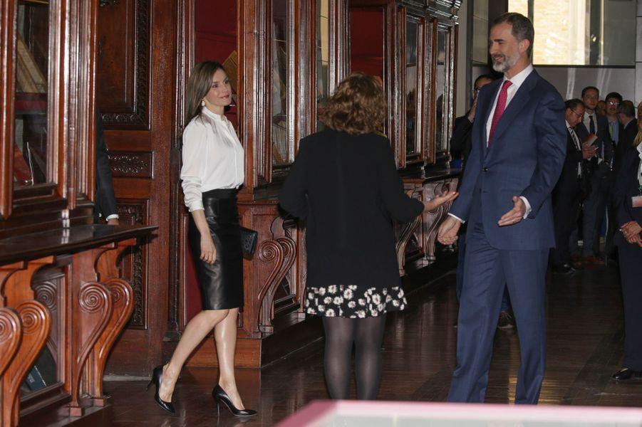 La reine Letizia et le roi Felipe VI d'Espagne à la Bibliothèque nationale à Madrid, le 4 mai 2017