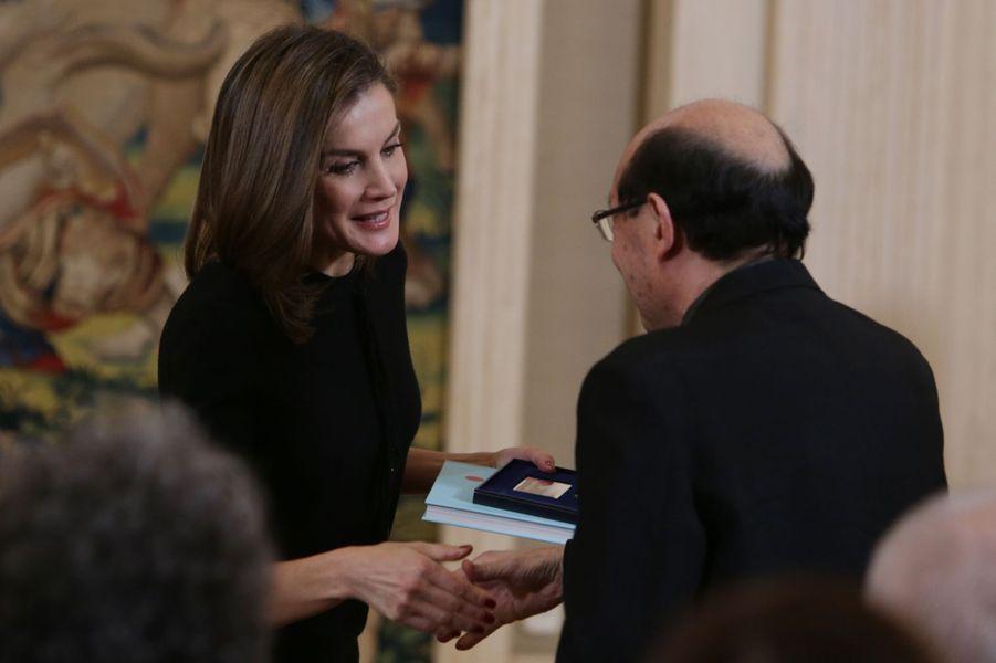 La reine Letizia d'Espagne avec Mitsuo Miura à Madrid, le 9 février 2018