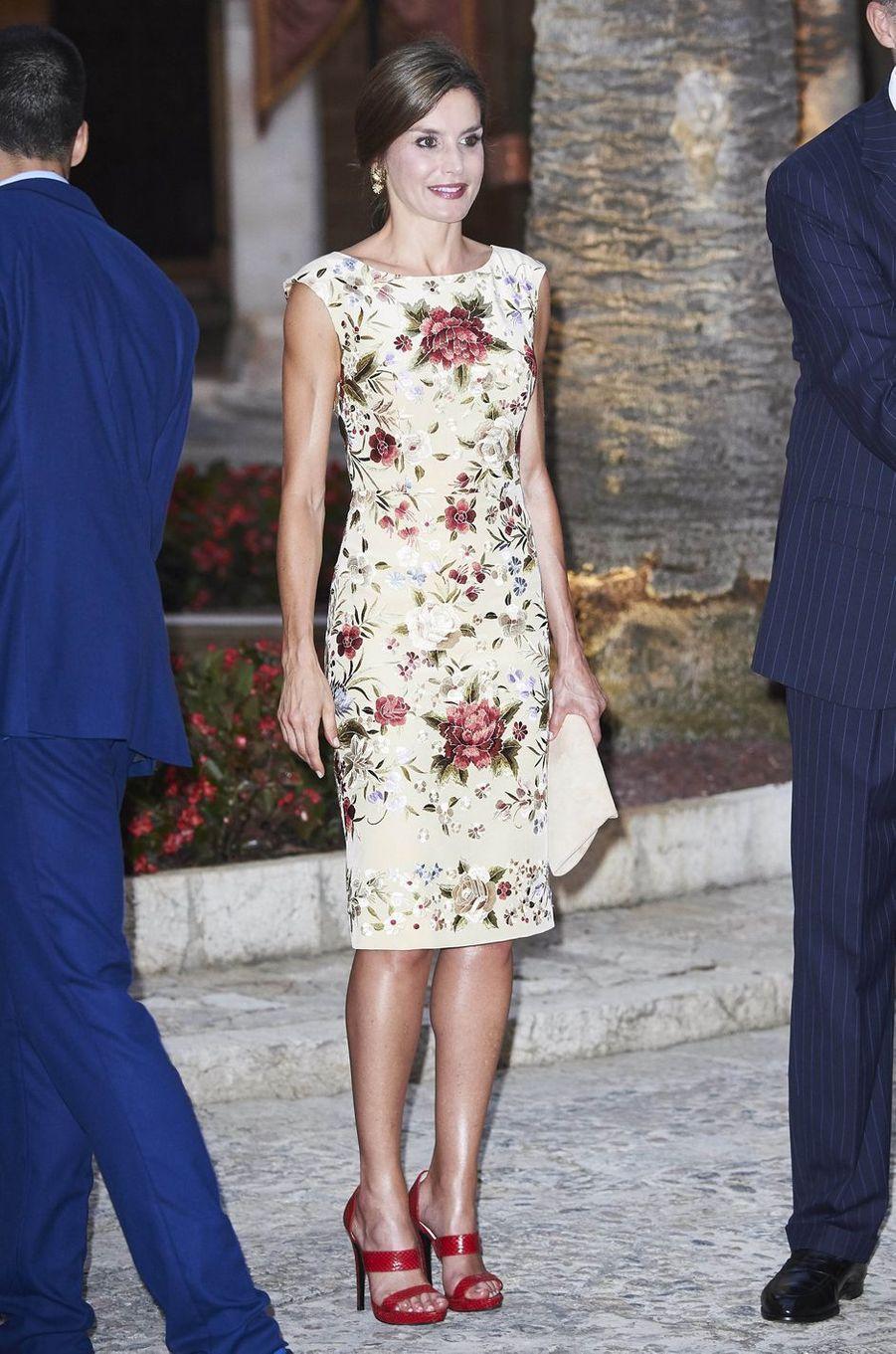 La reine Letizia d'Espagne dans une robe inspirée des châles de Manille à Palma de Majorque, le 4 août 2017