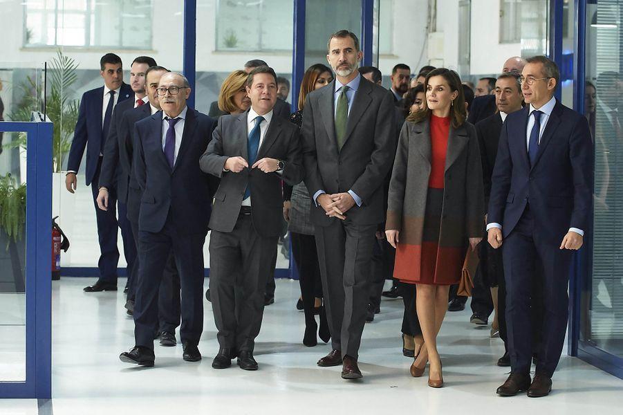 La reine Letizia et le roi Felipe VI d'Espagne visitent Joma Sports à Portillo de Toledo, le 19 janvier 2018