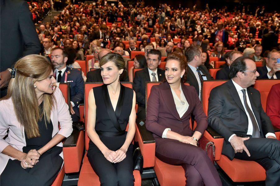 La princesse Dina Mired de Jordanie, la reine Letizia d'Espagne et la princesse Lalla Salma du Maroc avec François Hollande à Paris, le 31 octobre 2016