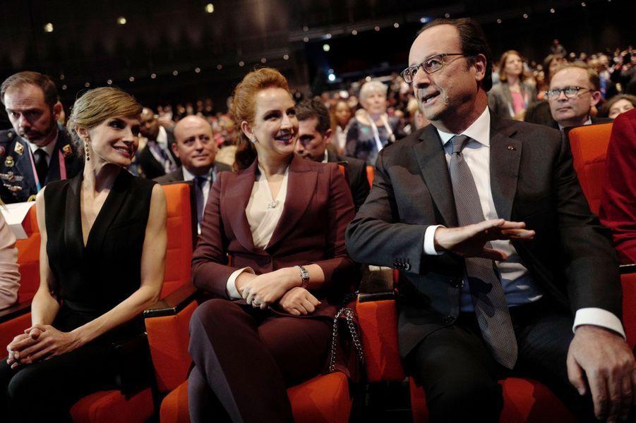 La reine Letizia d'Espagne et la princesse Lalla Salma du Maroc avec François Hollande à Paris, le 31 octobre 2016
