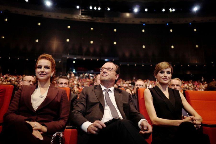 La princesse Lalla Salma du Maroc et la reine Letizia d'Espagne avec François Hollande à Paris, le 31 octobre 2016