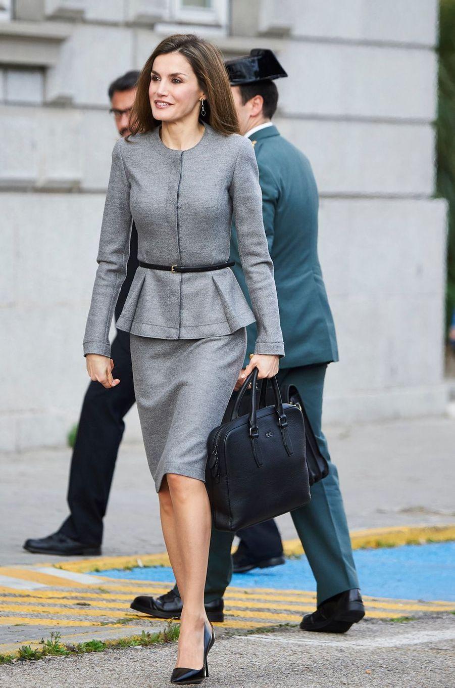La reine Letizia d'Espagne en Carolina Herrera à Madrid, le 7 mars 2017