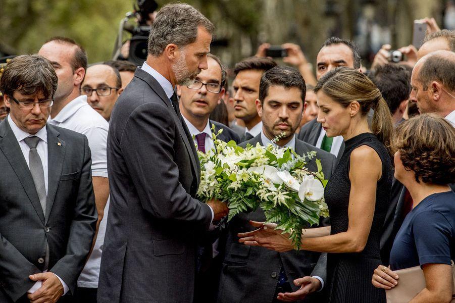 La reine Letizia et le roi Felipe VI d'Espagne à Barcelone le 19 août 2017