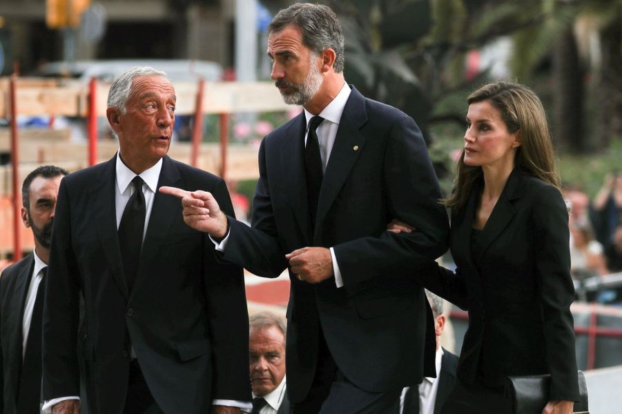 La reine Letizia et le roi Felipe VI d'Espagne à Barcelone le 20 août 2017