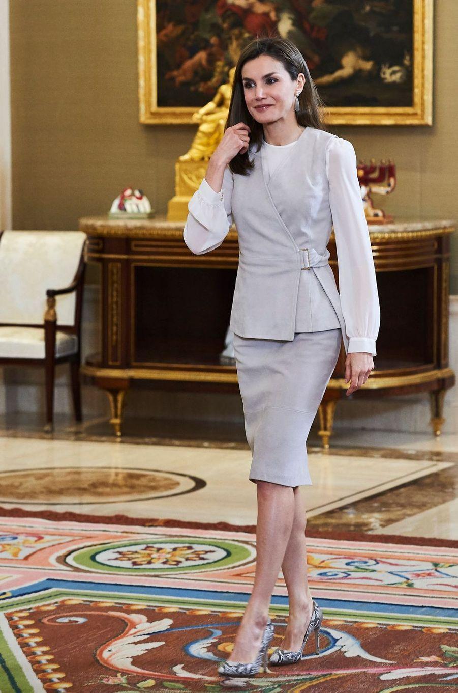 La reine Letizia d'Espagne en Hugo Boss à Madrid, le 12 mai 2017