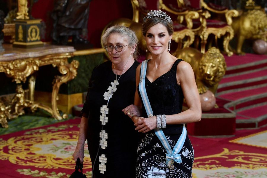 La reine Letizia d'Espagne et Nechama Rivlin à Madrid, le 6 novembre 2017