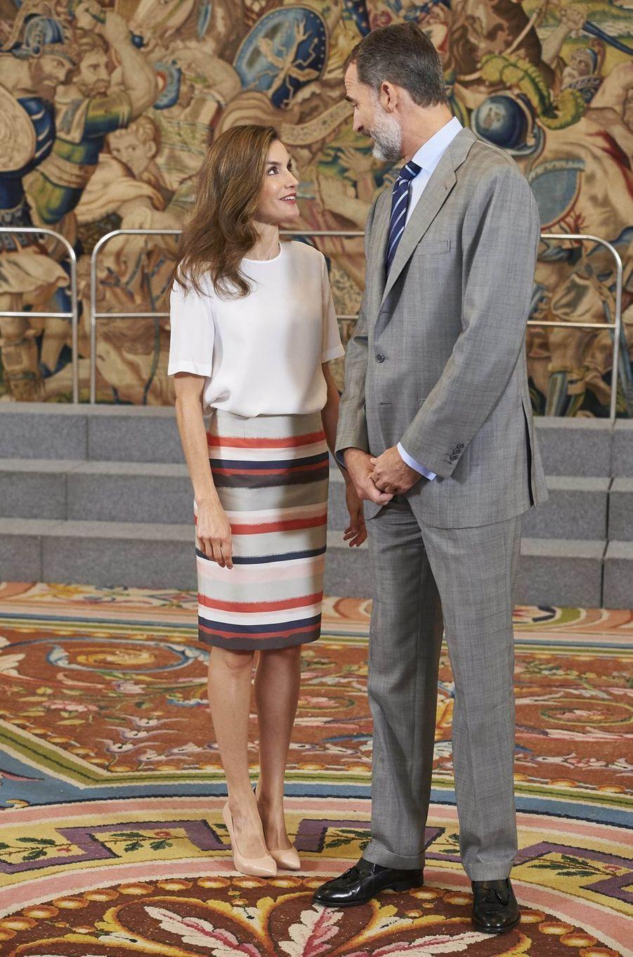 La reine Letizia et le roi Felipe VI d'Espagne, complices, à Madrid le 5 juillet 2017