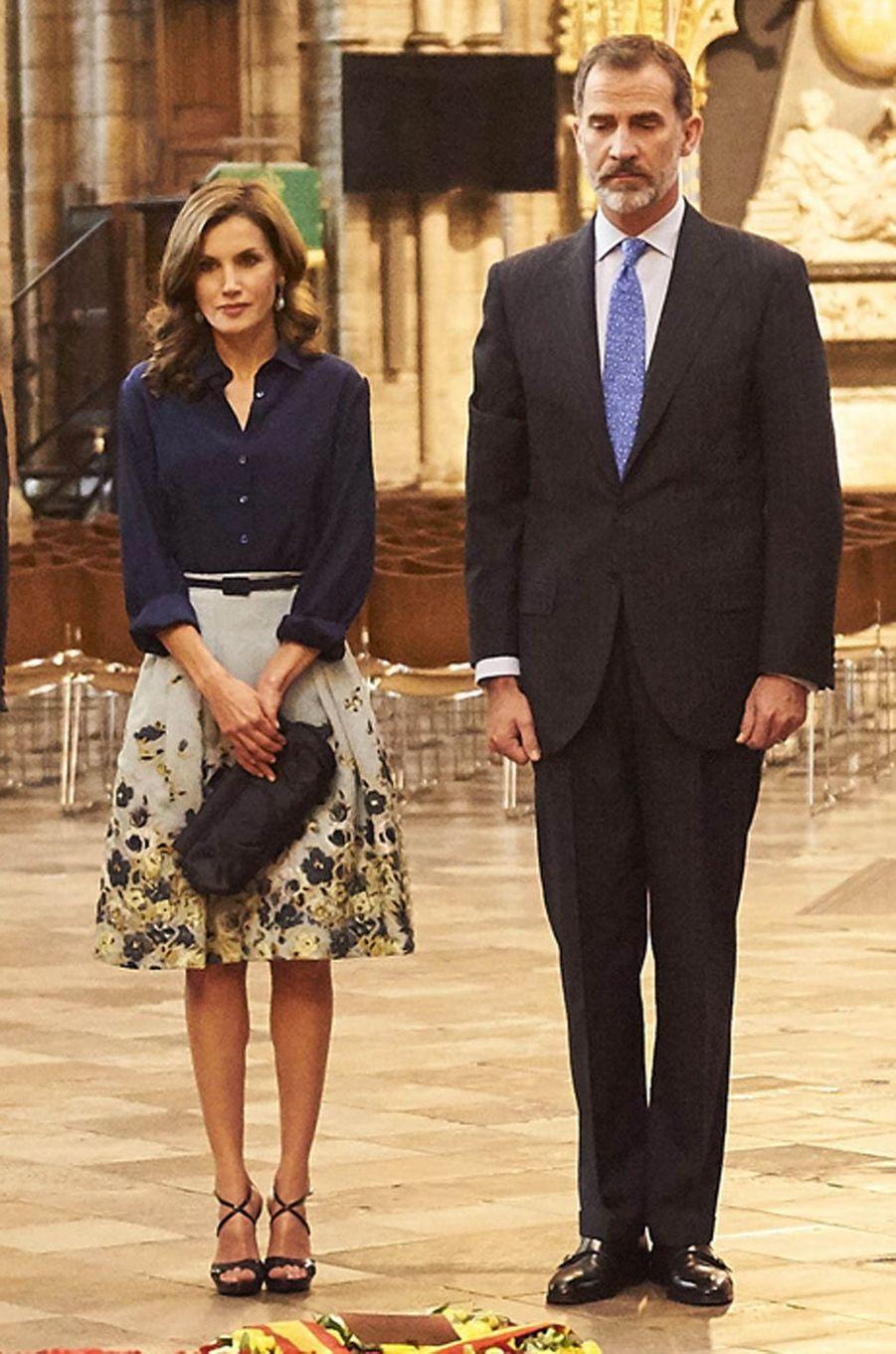 La reine Letizia d'Espagne dans une jupe Carolina Herrera à Londres, le 13 juillet 2017