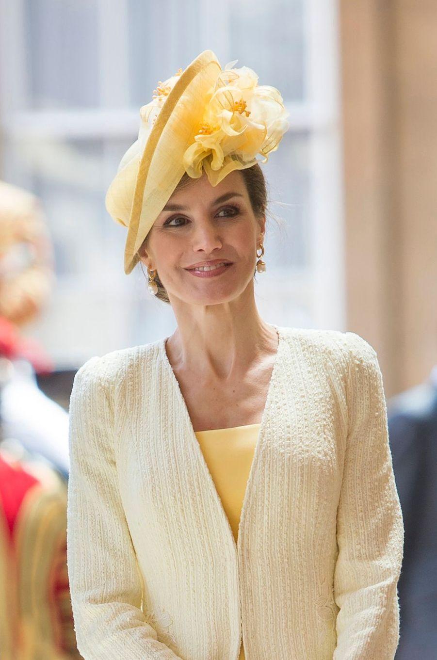 La reine Letizia d'Espagne avec un bibi de Maria Nieto à Londres, le 12 juillet 2017