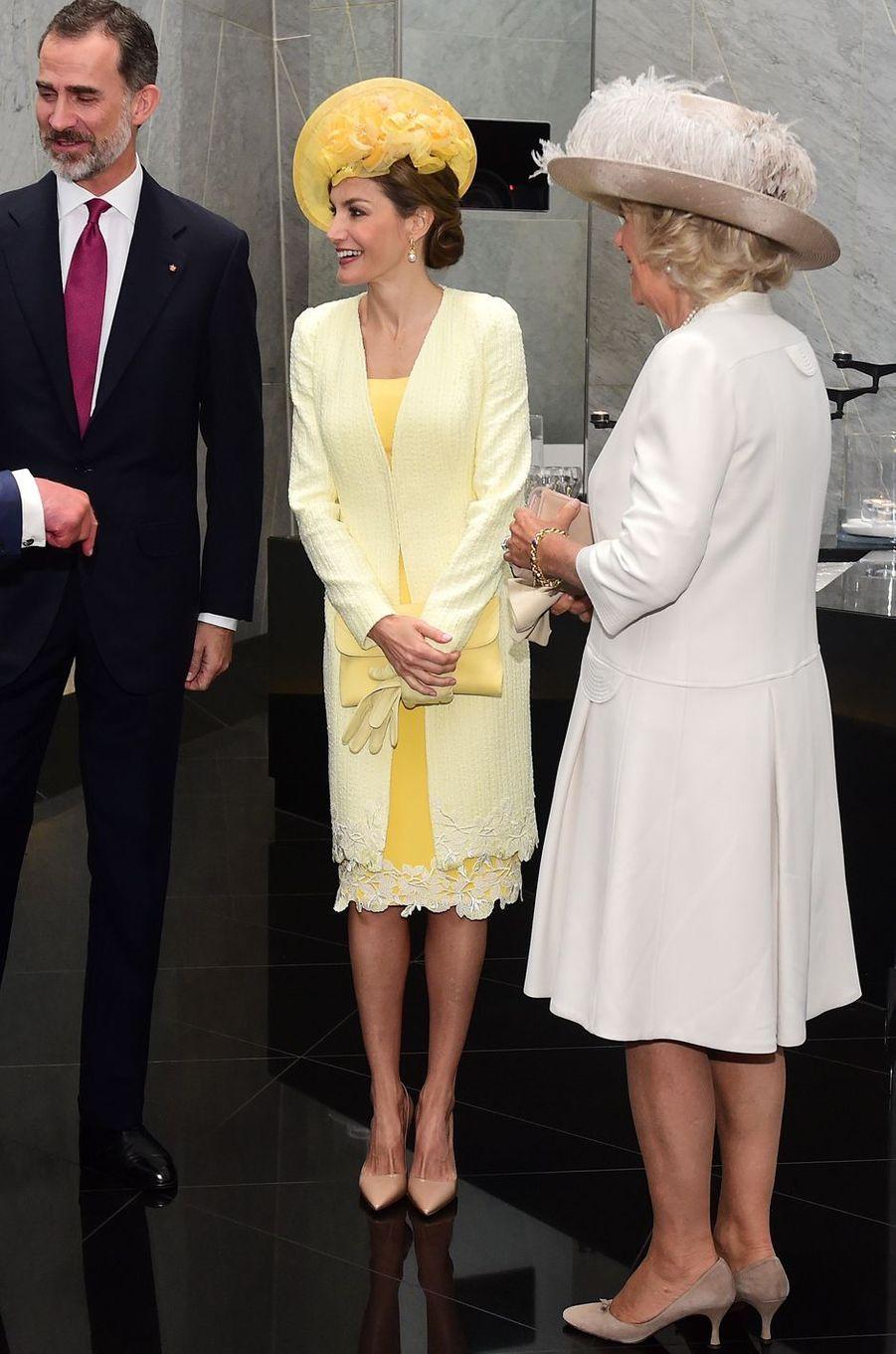 La reine Letizia d'Espagne dans un look Felipe Varela à Londres, le 12 juillet 2017