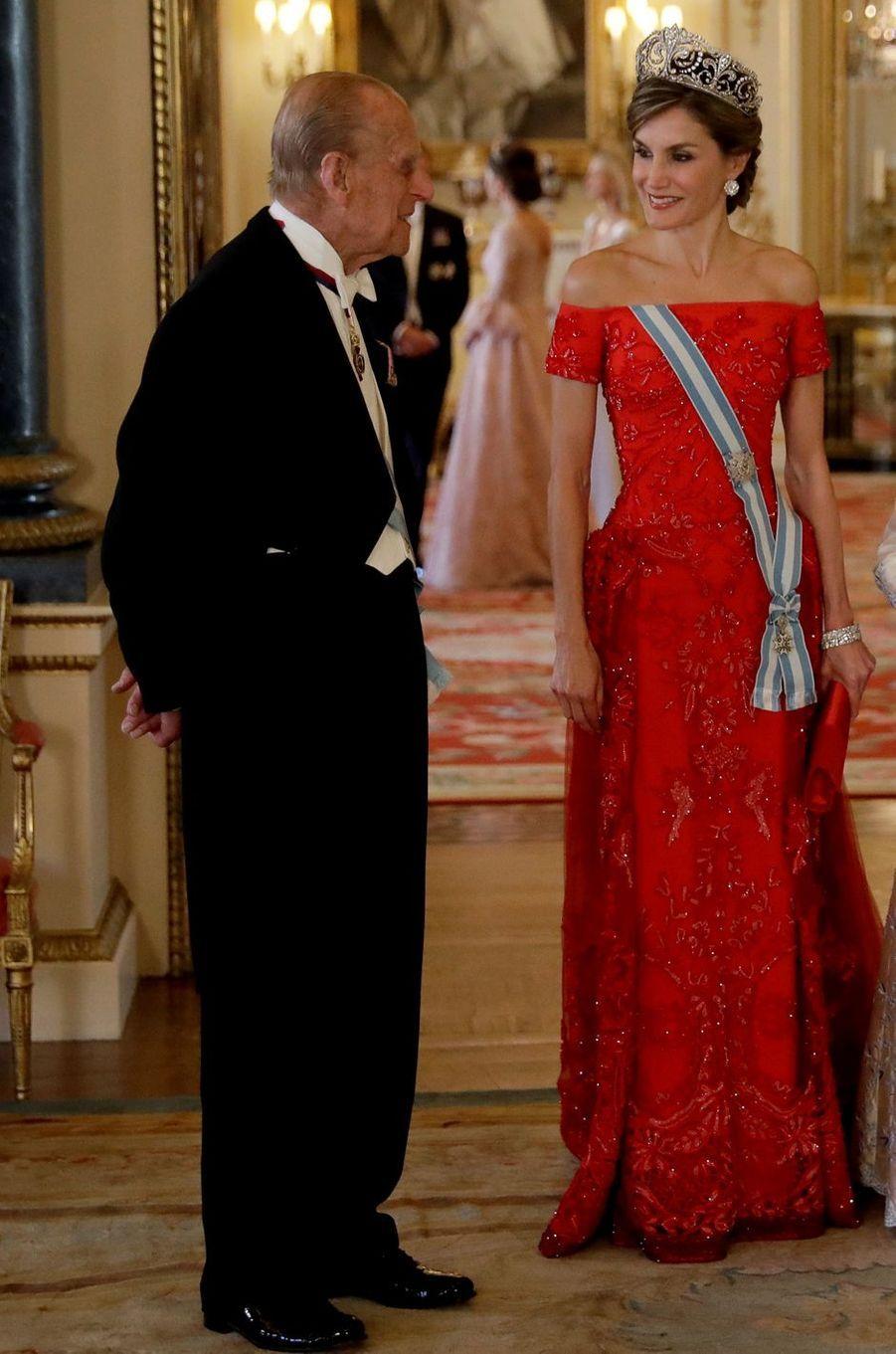 La reine Letizia d'Espagne en Felipe Varela à Londres, le 12 juillet 2017
