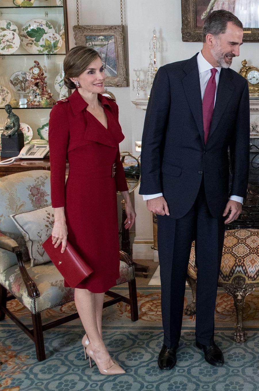 La reine Letizia d'Espagne dans une robe Burberry à Londres, le 12 juillet 2017
