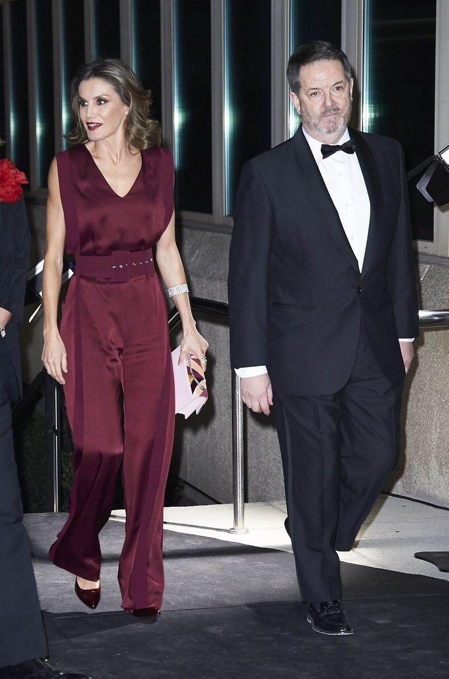 La reine Letizia d'Espagne dans une combi-pantalon Angel Schlesser à Madrid, le 26 octobre 2017