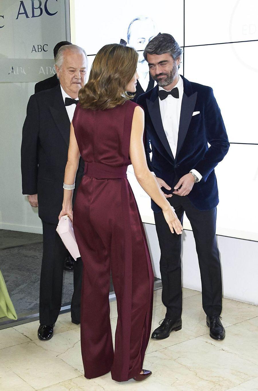 La reine Letizia d'Espagne dans une combi-pantalon Angel Schlesser, vue de dos, à Madrid le 26 octobre 2017
