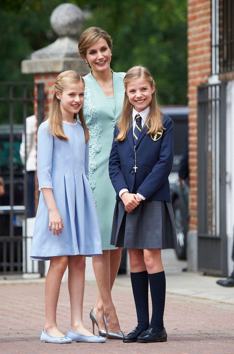 La reine Letizia d'Espagne avec ses filles les princesses Leonor et Sofia à Madrid, le 17 mai 2017