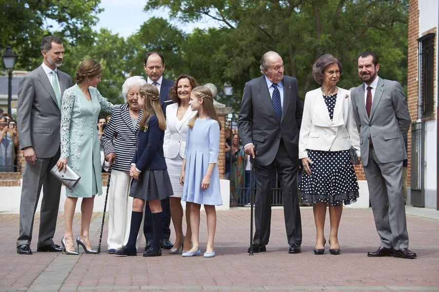 La princesse Sofia d'Espagne avec toute sa famille et son parrain à Madrid, le 17 mai 2017