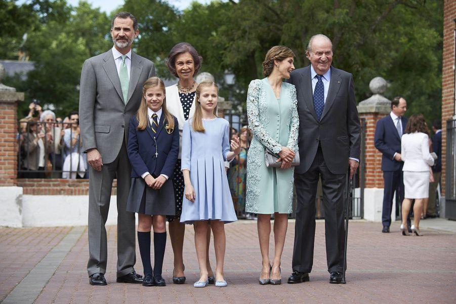 La princesse Sofia d'Espagne avec ses parents, sa soeur et ses grands-parents paternels à Madrid, le 17 mai 2017