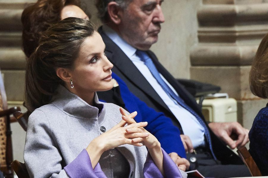 La reine Letizia et le roi Felipe VI d'Espagne dans la tribune du Palais de Sao Bento à Lisbonne, le 30 novembre 2016