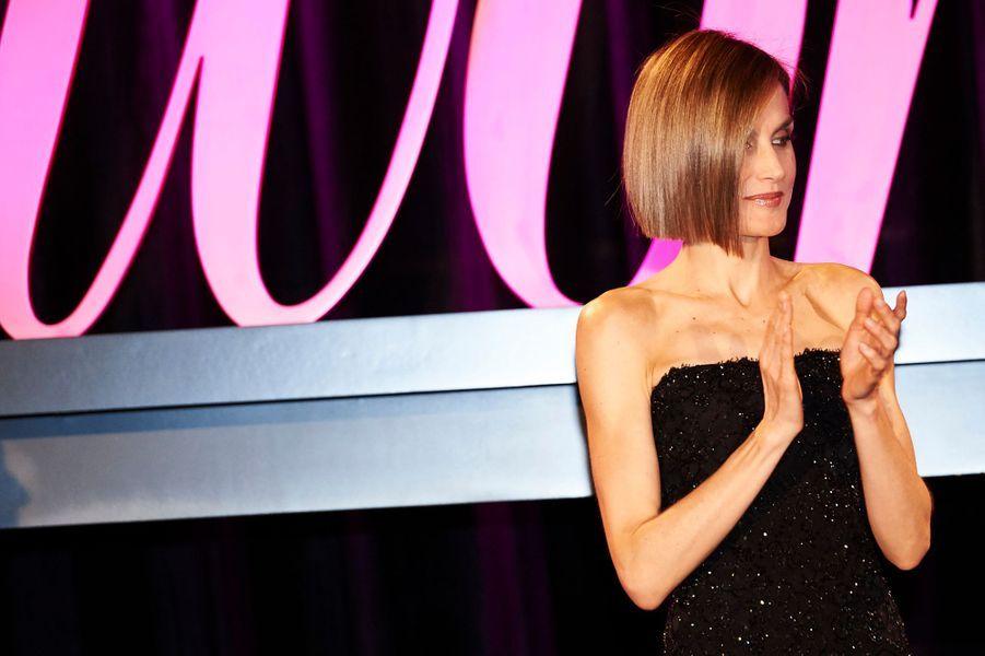 """La reine Letizia d'Espagne remet les """"Premios Woman"""" à Madrid, le 20 avril 2015"""