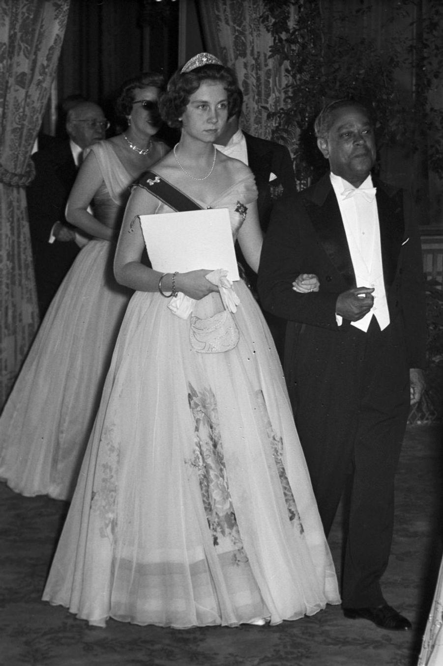 La future reine Sofia d'Espagne, née princesse Sophie de Grèce et de Danemark, en France en 1956