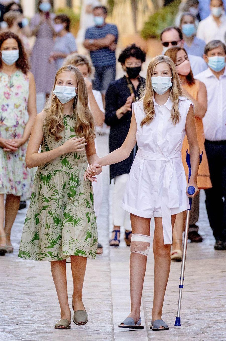 Les princesses Leonor et Sofia d'Espagne à Petra sur l'île de Majorque, le 10 août 2020
