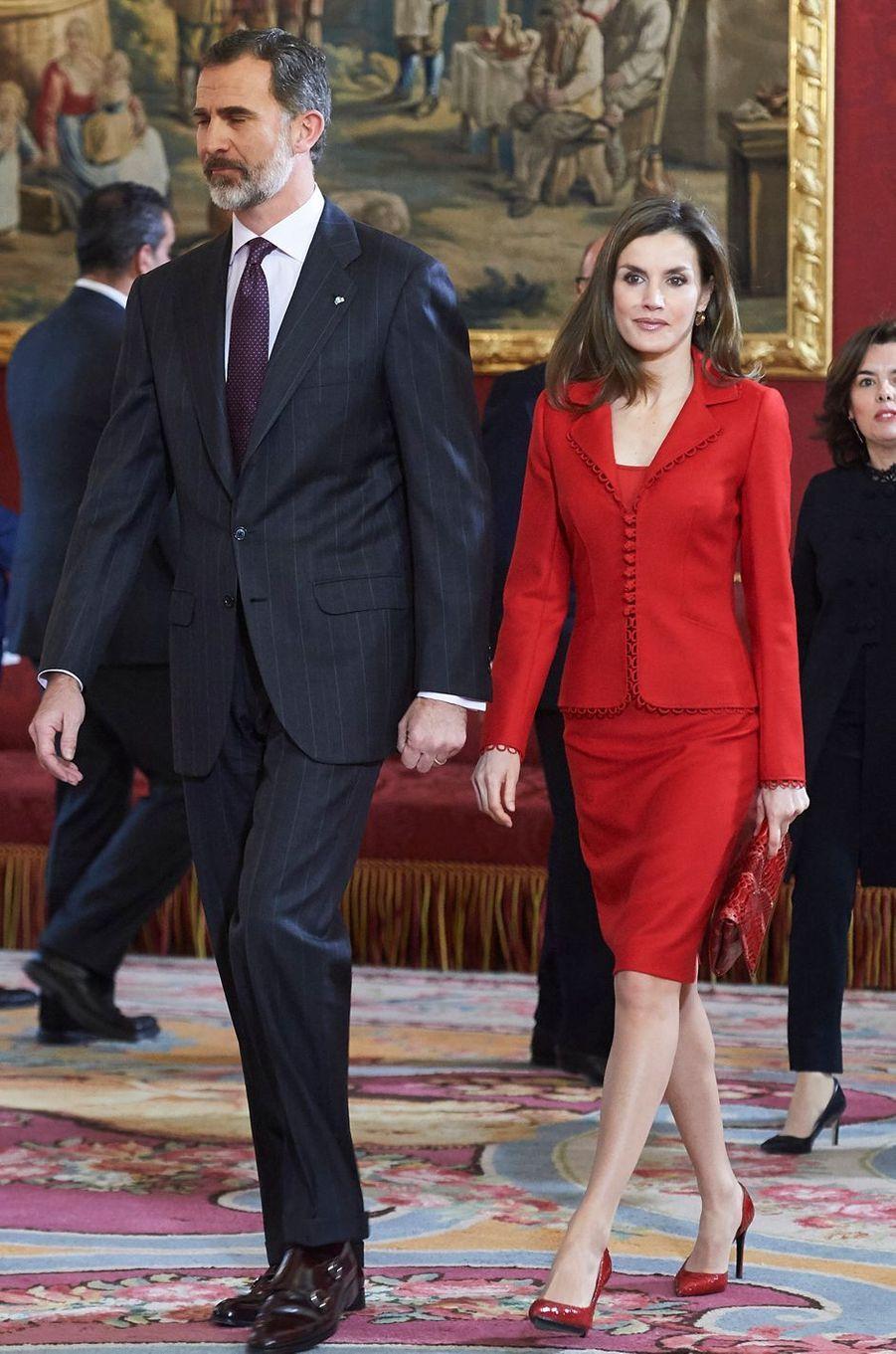La reine Letizia d'Espagne, dans un tailleur Felipe Varela, le 30 janvier 2017