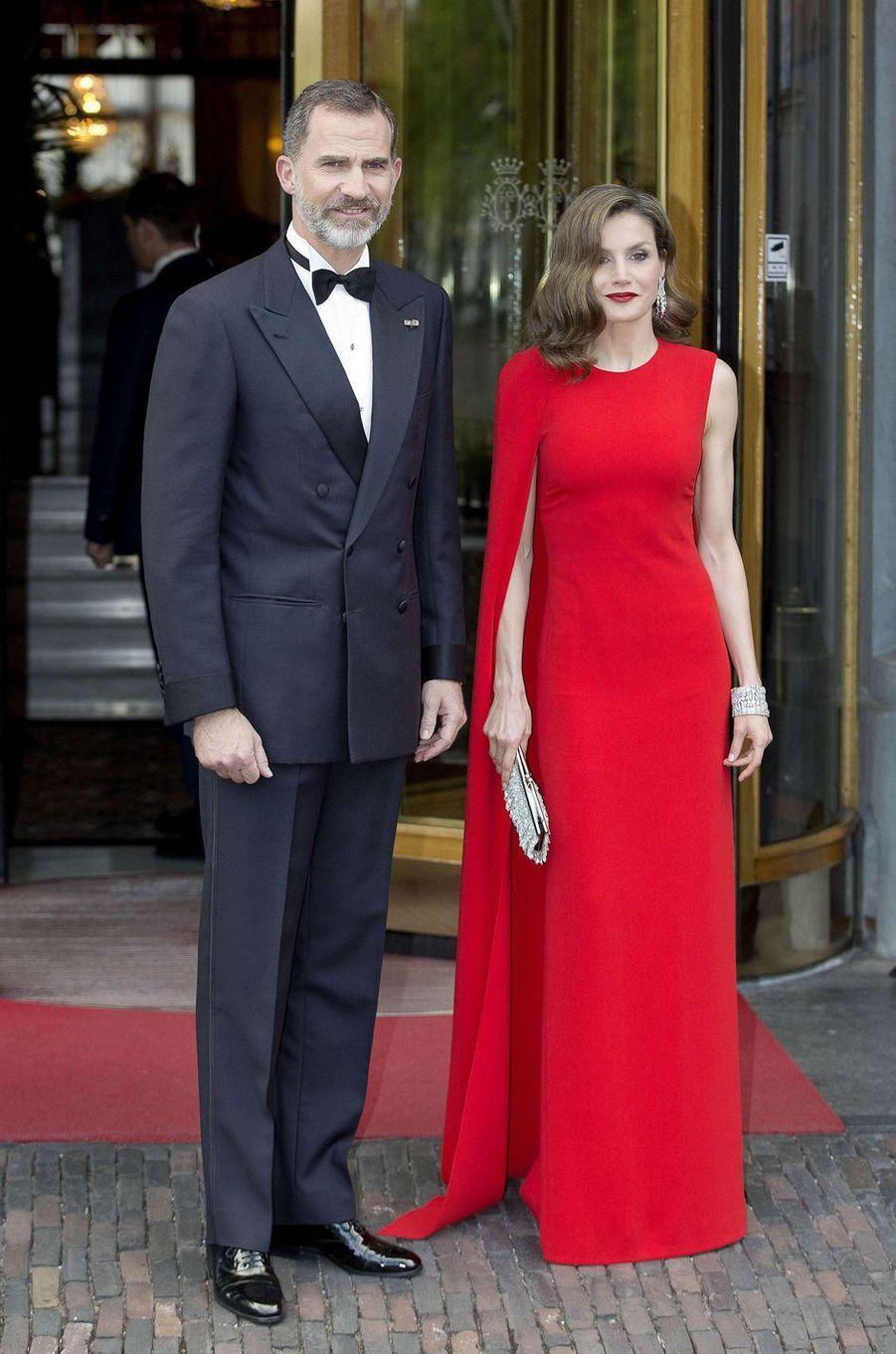 La reine Letizia d'Espagne, dans une robe Stella McCartney, le 29 avril 2017