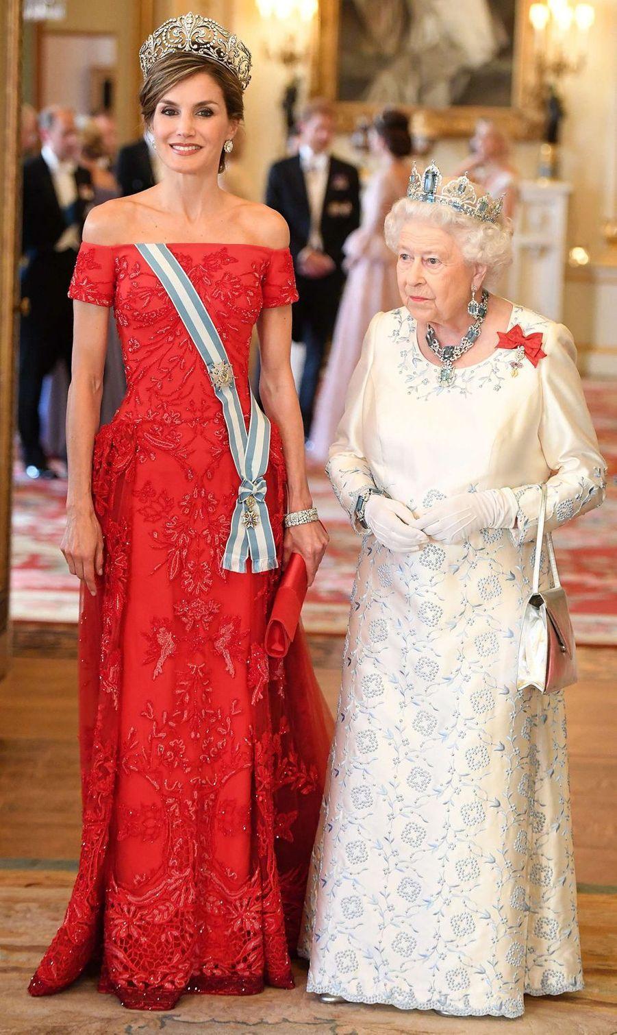 La reine Letizia d'Espagne, dans une robe Felipe Varela, le 12 juillet 2017
