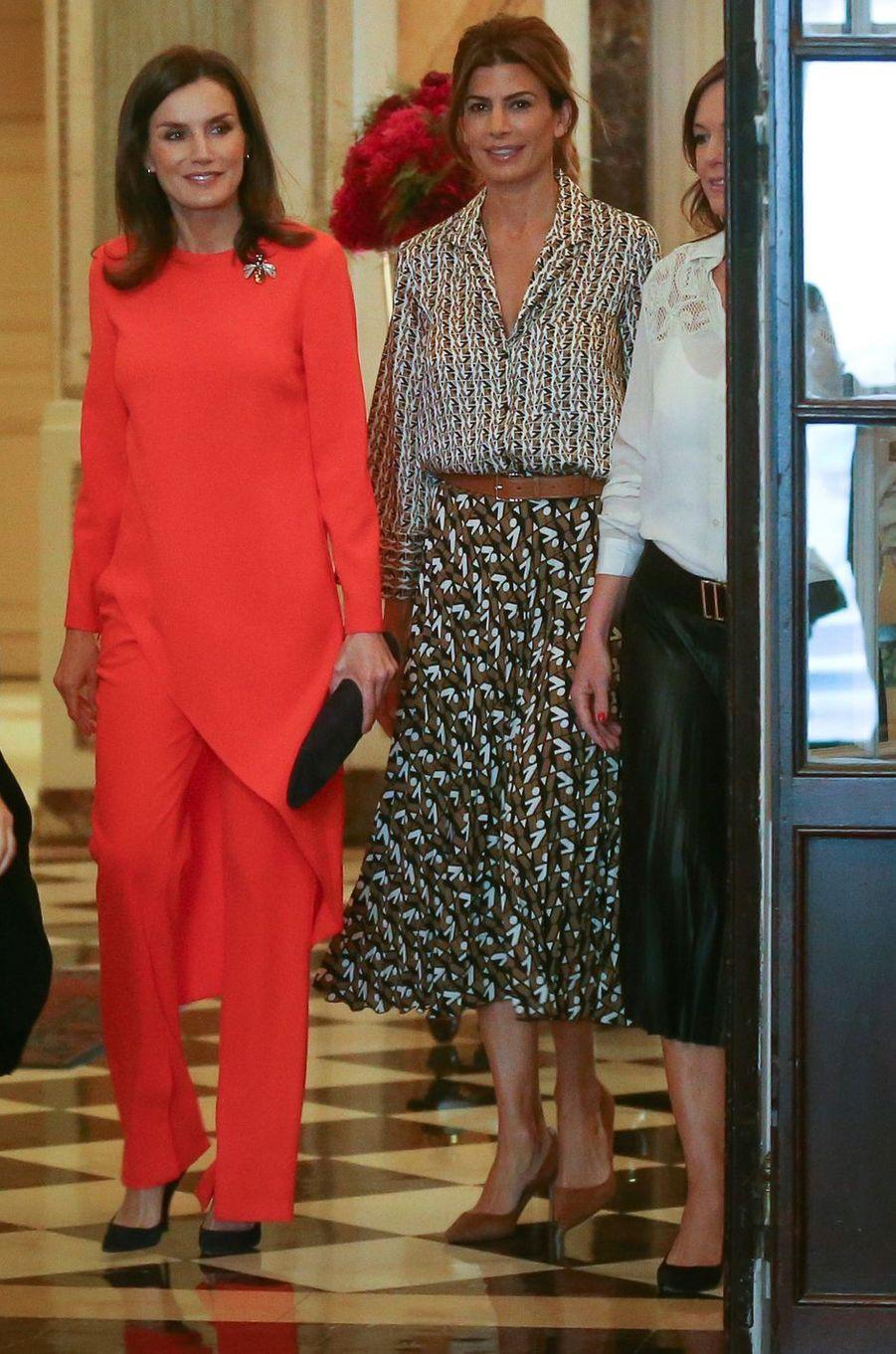 La reine Letizia d'Espagne, dans un ensemble pantalon Zara, le 26 mars 2019