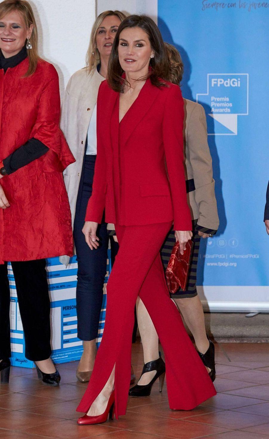 La reine Letizia d'Espagne, dans un tailleur pantalon Roberto Torretta, le 6 mars 2019