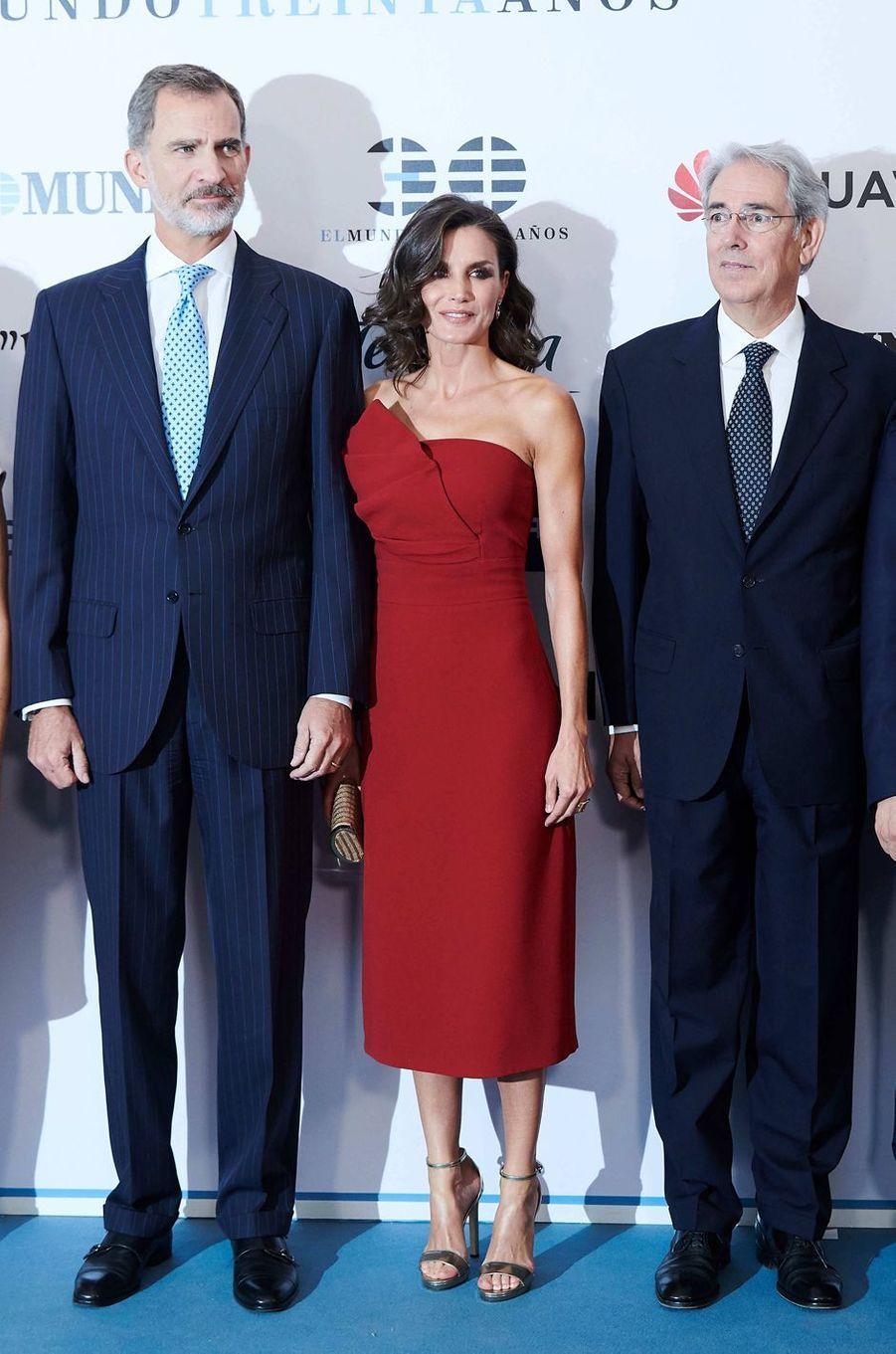 La reine Letizia d'Espagne, dans une robe Roberto Torretta, le 1er octobre 2019