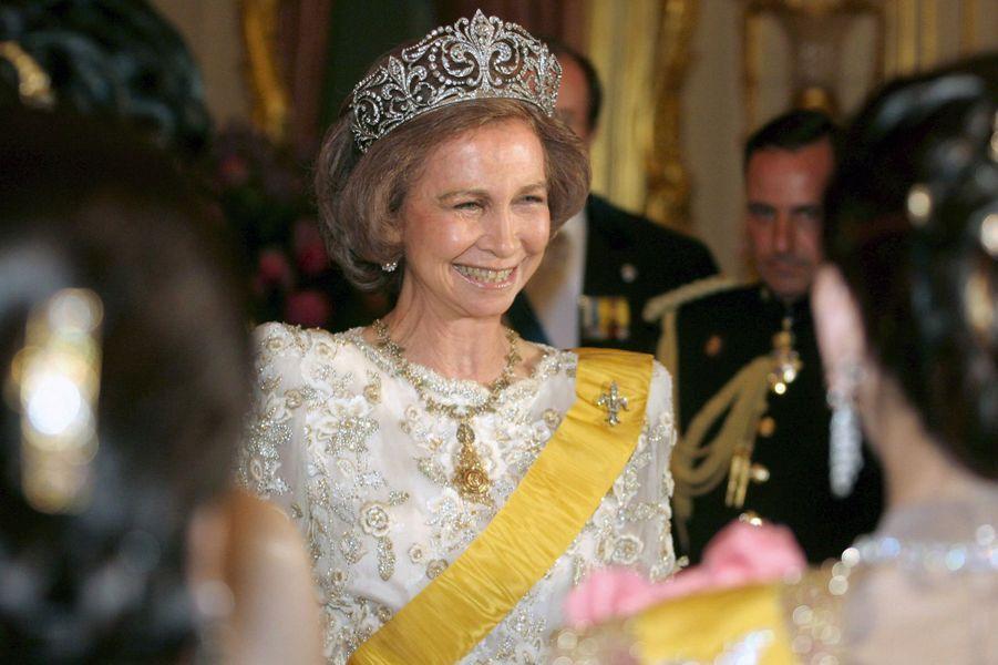 """La reine Sofia d'Espagne coiffée du diadème """"fleur de lys"""", le 13 juin 2006"""