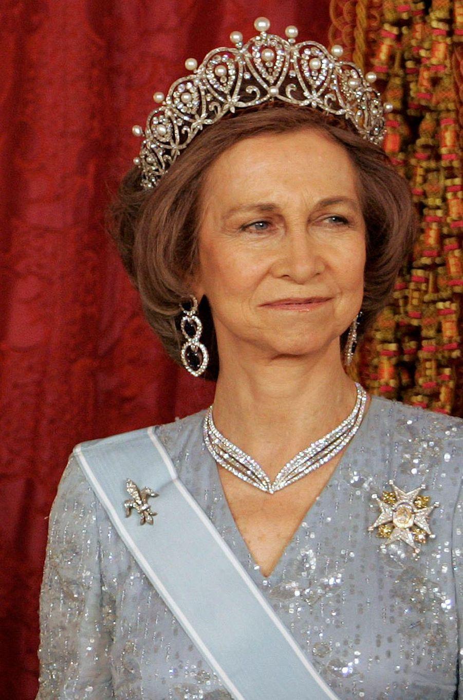 La reine Sofia d'Espagne portant le diadème russe à Madrid, le 18 juin 2007