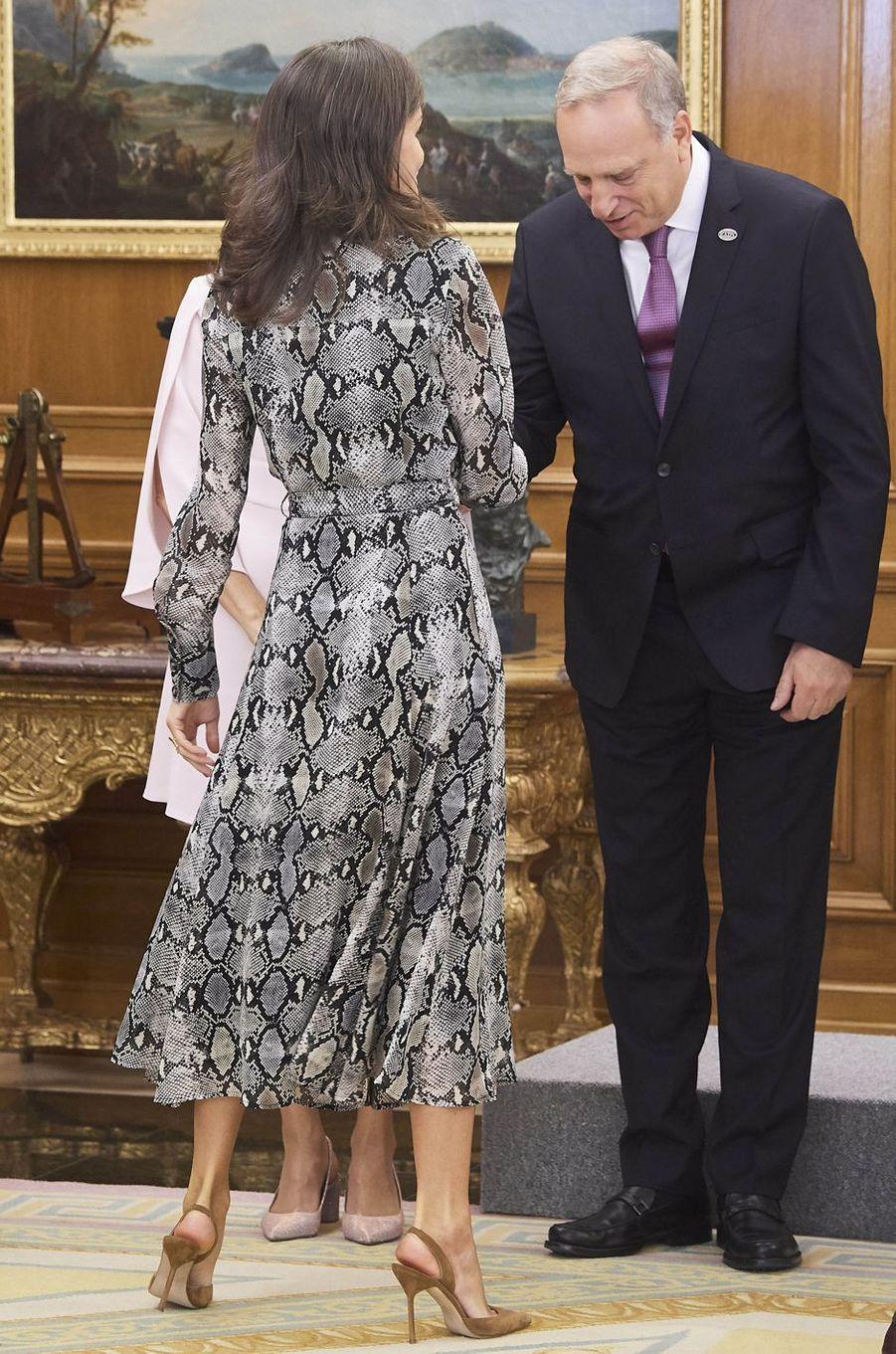 La reine Letizia d'Espagne, de dos, à Madrid, le 8 octobre 2019