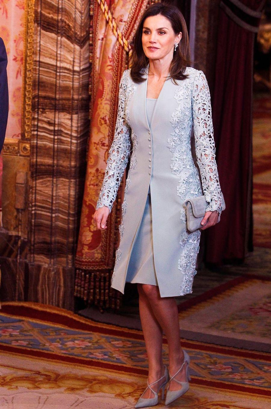 La reine Letizia d'Espagne en Felipe Varela, le 20 avril 2018