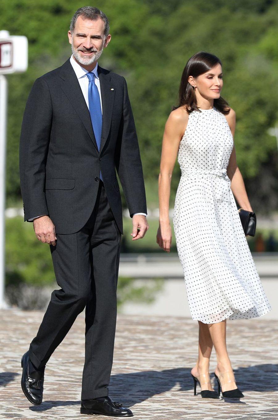 La reine Letizia d'Espagne dans une robe Carolina Herrera, avec le roi Felipe VI, à La Havane le 12 novembre 2019