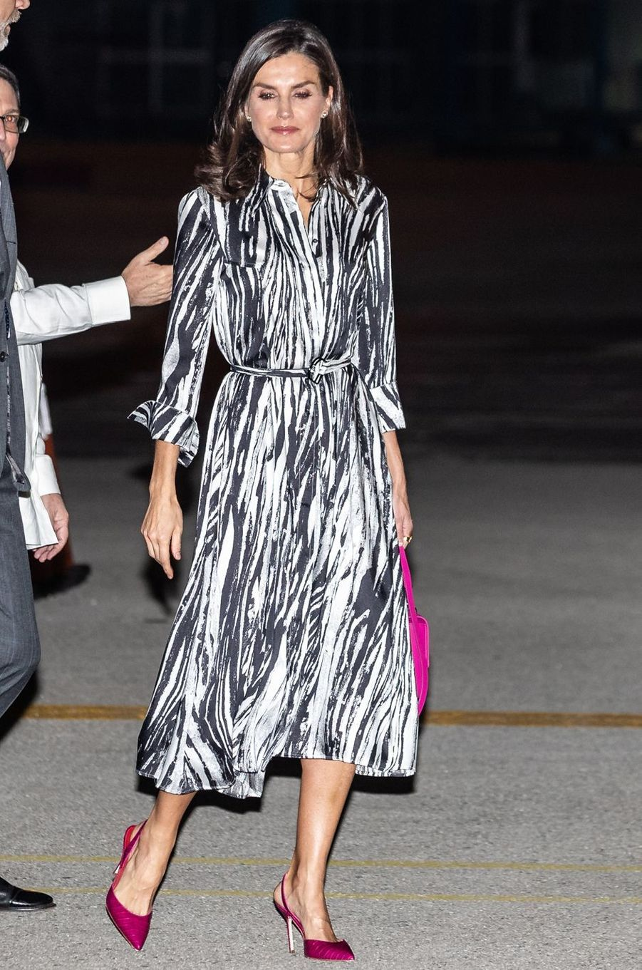 La reine Letizia d'Espagne dans une robe Hugo Boss à La Havane, le 11 novembre 2019