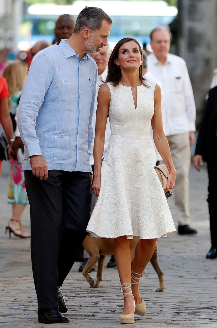 La reine Letizia d'Espagne dans une robe Carolina Herrera à La Havane, le 12 novembre 2019