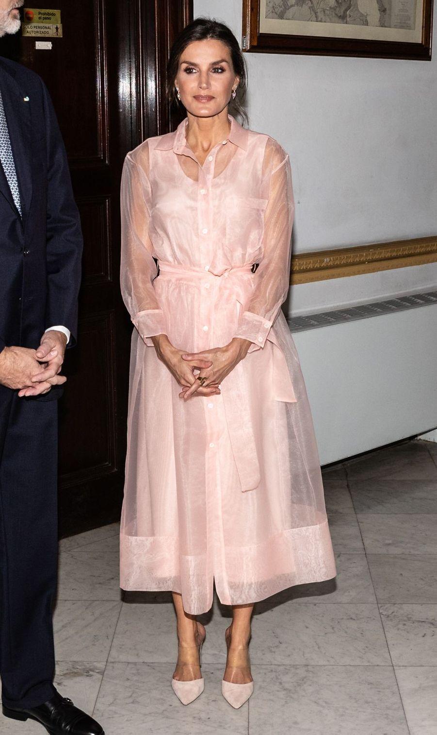 La reine Letizia d'Espagne dans une robe Maje à La Havane, le 13 novembre 2019