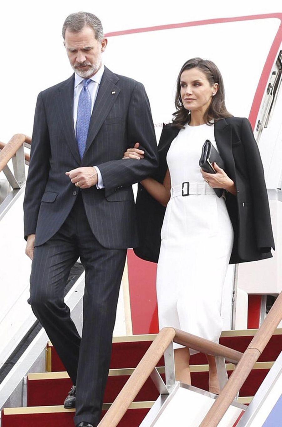 La reine Letizia d'Espagne dans une robe Hugo Boss à Séoul, le 23 octobre 2019