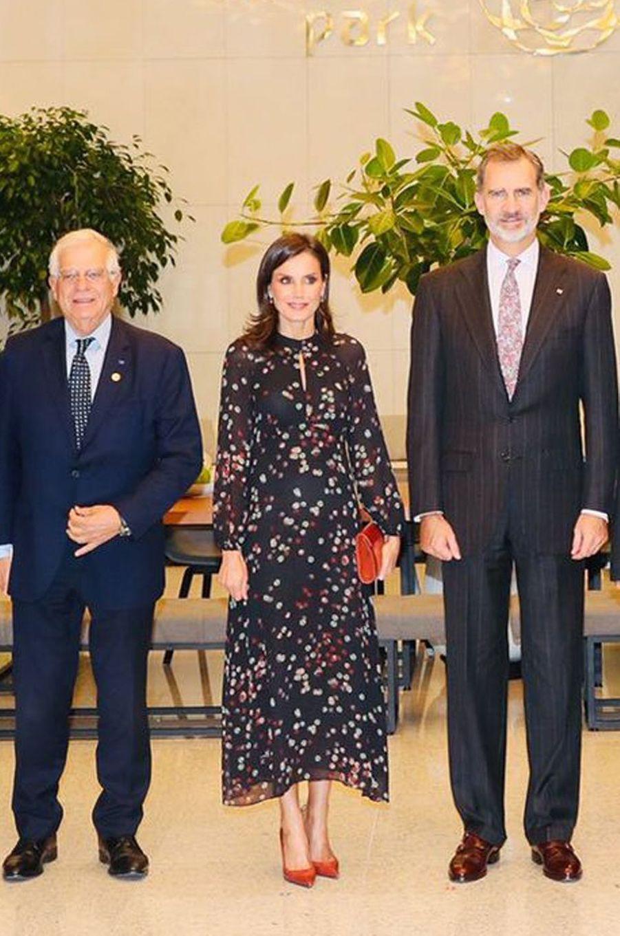 La reine Letizia d'Espagne dans une robe Massimo Dutti à Séoul, le 24 octobre 2019