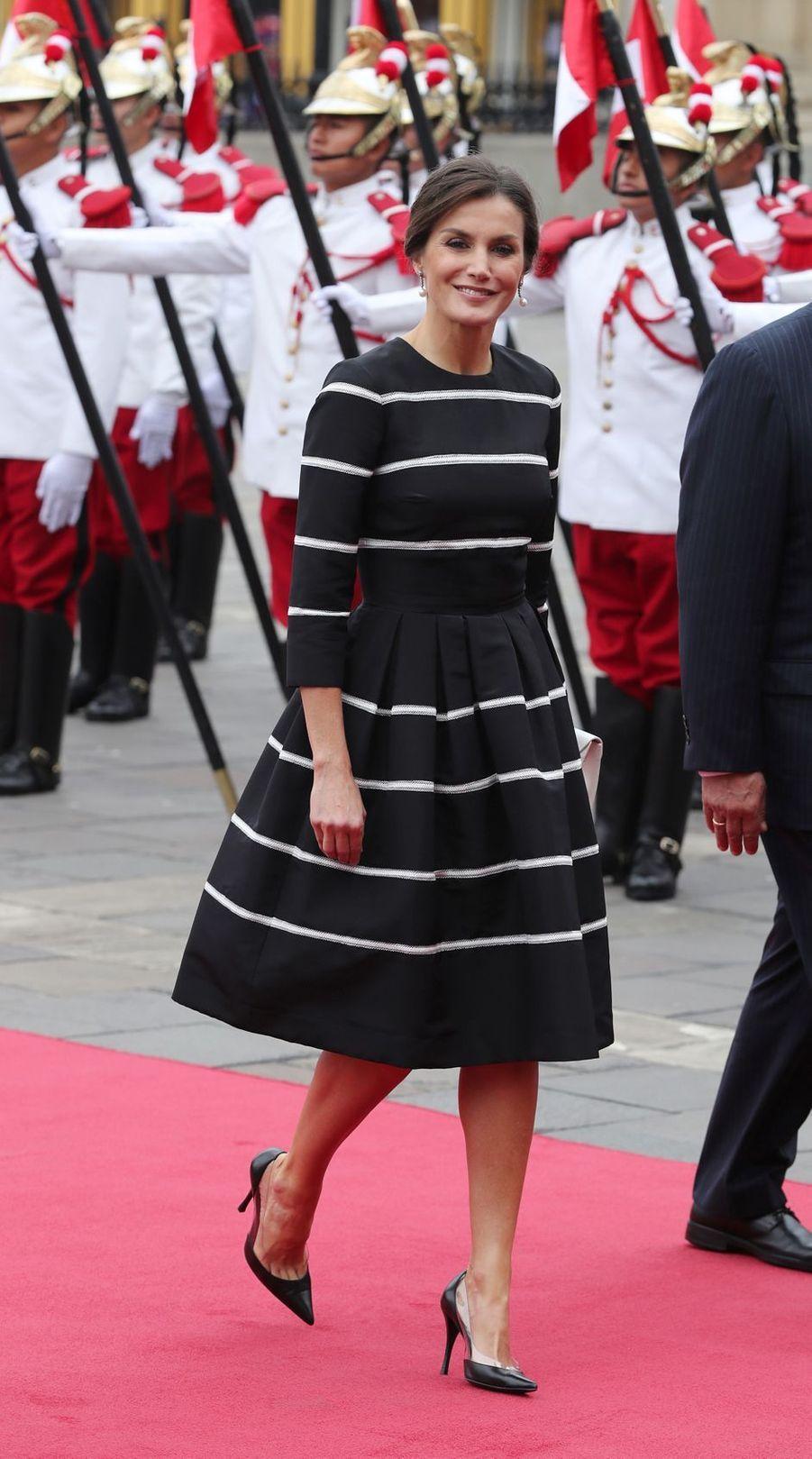 La reine Letizia d'Espagne en Carolina Herrera à Lima au Pérou, le 12 novembre 2018