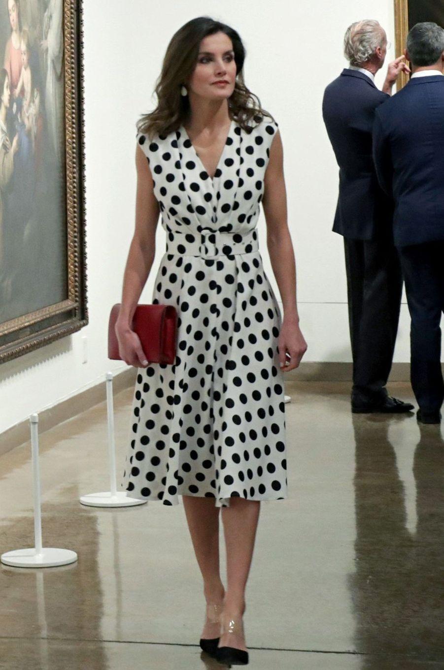 La reine Letizia d'Espagne dans une robe Matilde Cano à San Antonio, le 18 juin 2018