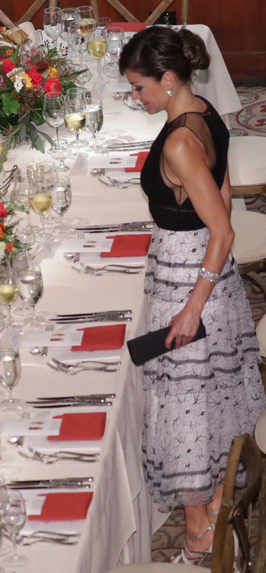 La reine Letizia d'Espagne en Carolina Herrera à San Antonio, le 17 juin 2018