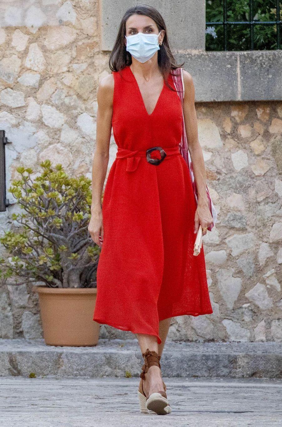 La reine Letizia d'Espagne à Petra sur l'île de Majorque, le 10 août 2020