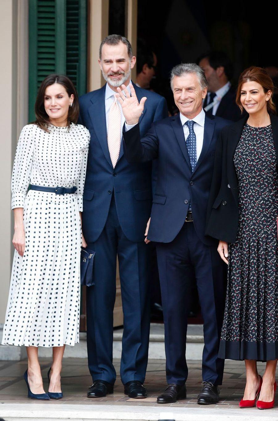 La reine Letizia d'Espagne dans une robe Massimo Dutti à Cordoba, le 28 mars 2019