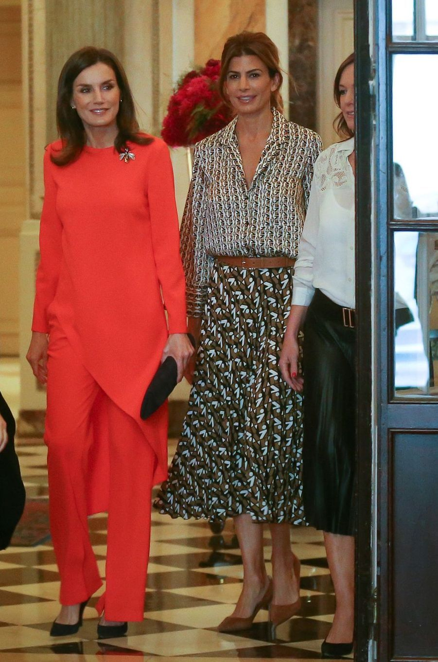 La reine Letizia d'Espagne dans un ensemble Zara à Buenos Aires, le 27 mars 2019