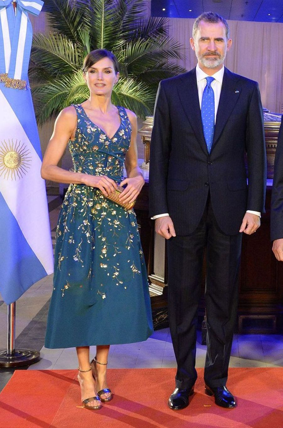 La reine Letizia d'Espagne dans une robe Carolina Herrera à Buenos Aires, le 26 mars 2019